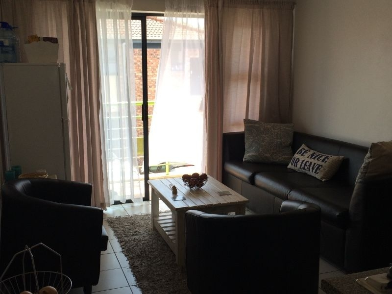 2 Bed Flat 'The Greens' R3,600pm/room